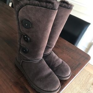 UGG TRIPLET BOOTS SIZE 6